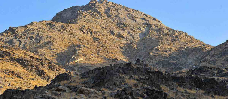 جبل ثور جنوب مكة حيث غار ثور