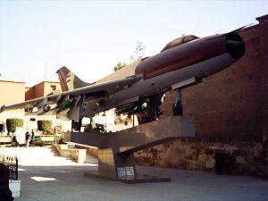 طائرة سو-20 مصرية معروضة في المتحف الحربي المصري.