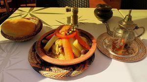 الطبخ المغربي التقليدي الأصيل بالمقادير والصور