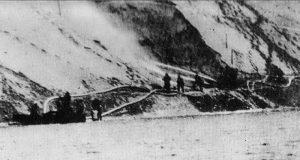 مهندسو الجيش المصري واستخدامهم لخراطيم المياه لاختراق الجدار الرملي الإسرائيلي في الضفة الشرقية.
