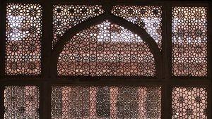 زخرفة الجالي (ثقوب النوافذ الزخرفية)