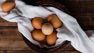 بيض eggs