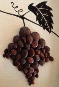 رسم العنب بالحجارة