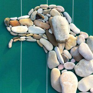 رسم كلب بالحجارة