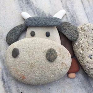 رسم خروف بالحجارة