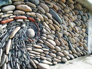 رسم دوامة بالحجارة