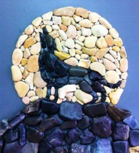 رسم ذئب بالحجارة