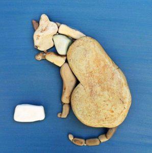 رسم قطة بالحجارة