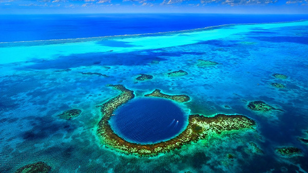 الثقب الأزرق العظيم